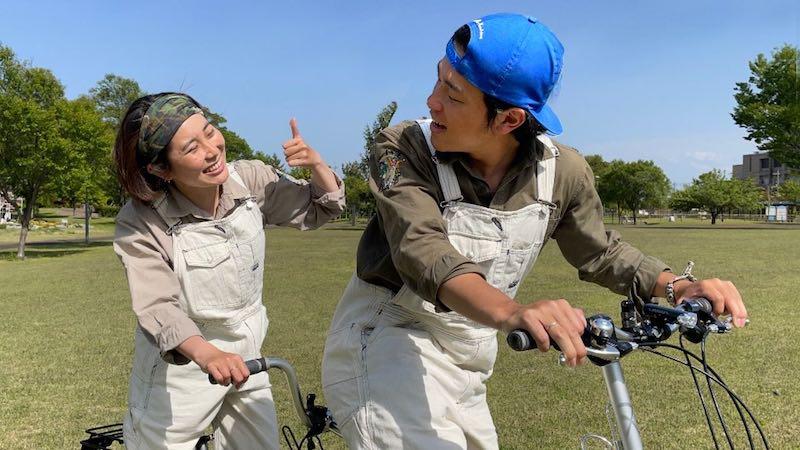 タンデム自転車で日本を旅するカップル